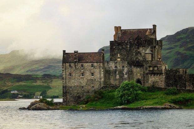 Eilean Donan Castle, Scotland | flimsylion.com