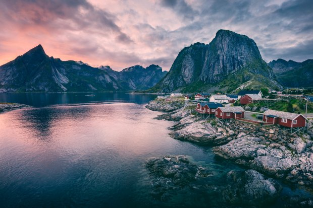Hamnoy, Norway | flimsylion.com
